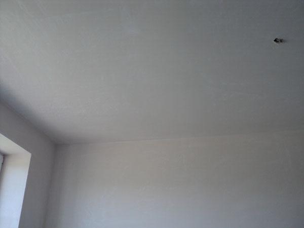 Poravnajte strop z ometom