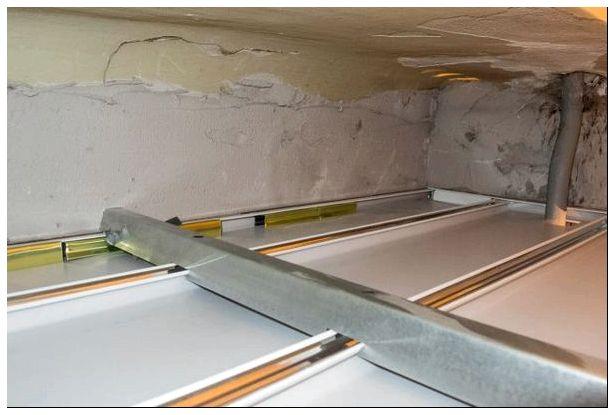 Реечный потолок Cesal, монтаж своими руками: инструкция, фото