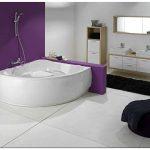 Акриловая ванна в интерьере современной ванной комнаты