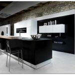 Черно белые кухонные гарнитуры — фото