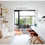 Письменный угловой стол – отличное решение полноценной рабочей зоны для малогабаритных квартир