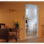 Стеклянные двери в квартире – хороший выбор
