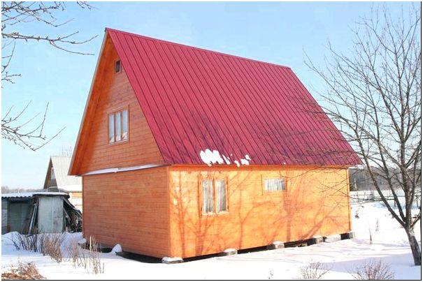 Фото 2 - Крыша из профнастила в сочетании с деревянными стенами постройки