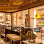 Стильный дизайн брендового салона кожгалантереи fendi в универмаге harrods