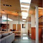 Оригинальный дизайн-проект большого загородного дома со стеклянным фасадом