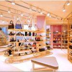 Необычный дизайн обувного магазина покоряет простотой и ритмом