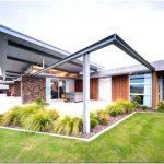 Великолепный проект большого загородного дома каркасного типа со стеклянными стенами