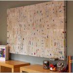 Яркий и забавный интерьер детской игровой комнаты в насыщенном красном оттенке в доме от alana chernecki, виннипег, канада