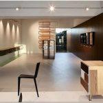 Магазин элитной мебели molteni#038;c: выставочный зал из будущего от архитектора ron gilad
