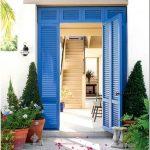 Замечательные примеры броского оформления входной двери дома