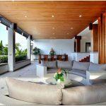 Интерьер дома в восточном стиле с викторианскими мотивами: villa yang som на острове пхукет, таиланд
