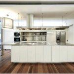 Очаровательный семейный дом м house от bruce stafford architects среди буйства тропической зелени