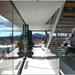 Эксклюзивный проект трёхэтажного загородного дома с мраморным фасадом