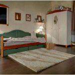 Различные односпальные кровати. фото