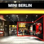 Потрясающий дизайн выставочного зала в автосалоне bmw для культовой модели mini cooper, берлин