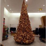 Праздничный интерьер бутика comme des garcons – авангард от дизайнера rei kawakubo, лондон