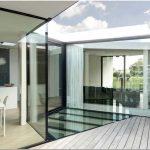 Элегантный и прагматичный подход к дизайну современного загородного дома