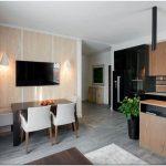 Оригинальный дизайн интерьера современного дома с живыми растениями
