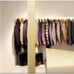 Превосходное сочетание дерева и камня в дизайн-проекте магазина модной одежды ring
