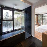Очаровательный дом в лесу на берегу реки от дизайн-студии интерьеров bourgeois lechasseur architectes, квебек, канада