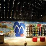 Отпускное настроение в жизнерадостном интерьере магазина пляжной обуви havaianas