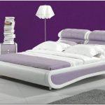 Фиолетовые оттенки в интерьере спальни