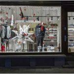 Очень бюджетный и концептуальный дизайн витрины бутика wosjh