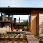 Изысканные архитектурные детали в современных проектах домов
