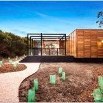 Экологичный и современный интерьер в деревянном доме