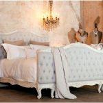 Каким образом влияют на интерьер комнаты роскошные модели прошивных изголовий кровати
