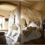 Кровать с балдахином: по-королевски шикарно или по-детски мило