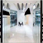 Оригинальный дизайн с применением зеркала помог достичь магазину одежды истинного совершенства