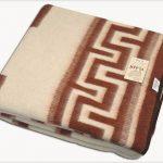 Купить шерстяное одеяло на http://podushki-odeyala.com.ua/catalog/odeyala-sherstyanie/