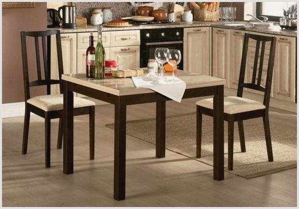 Обеденный стол из дерева со стульями