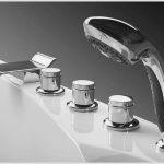 Нестандартная установка смесителя в ванной