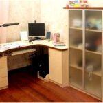 Угловой письменный стол: преимущества и недостатки