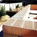 Блок з пористого бетону або керамоблоки? З чого краще побудувати будинок?