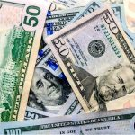 Пандемія топить ринки, а паніка сприяє зміцненню долара США